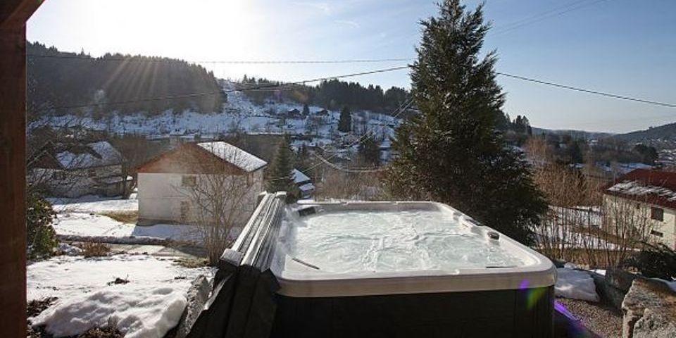 Jacuzzi sous la neige