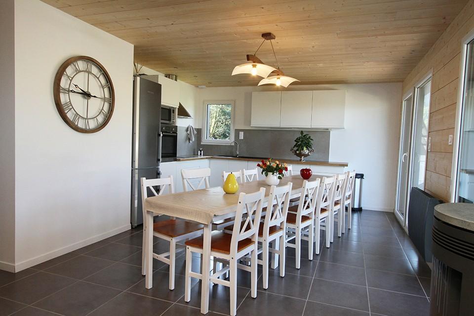 Cuisine pratique, salle à manger pour 14 personnes, éléctro-ménager