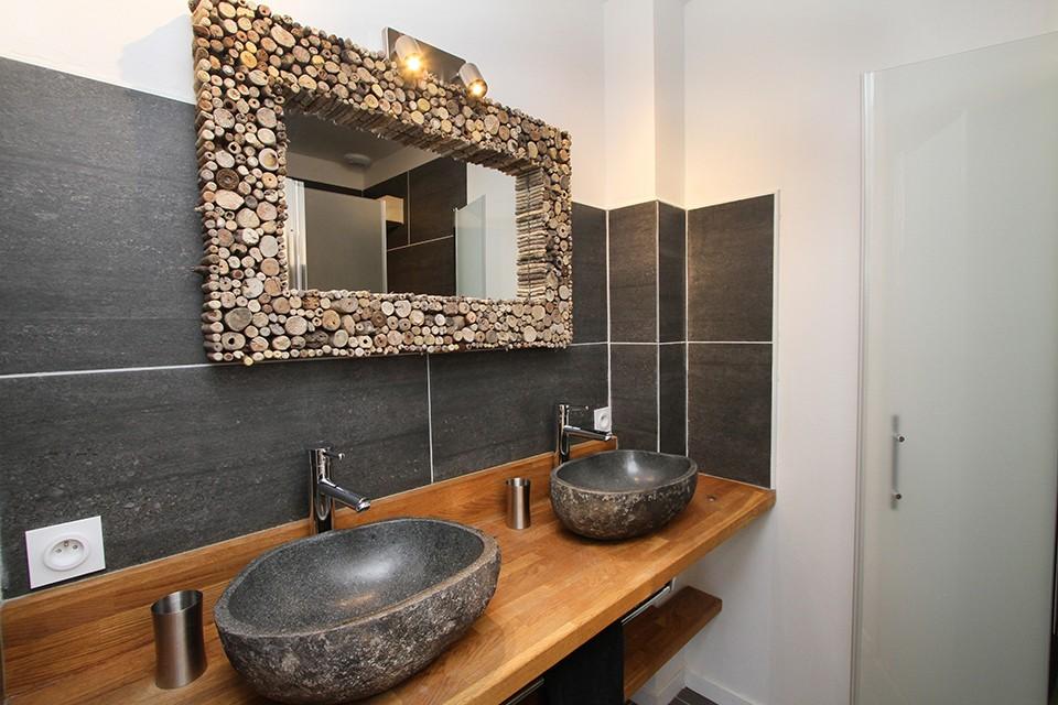 Salle de bain avec douche en rez de jardin