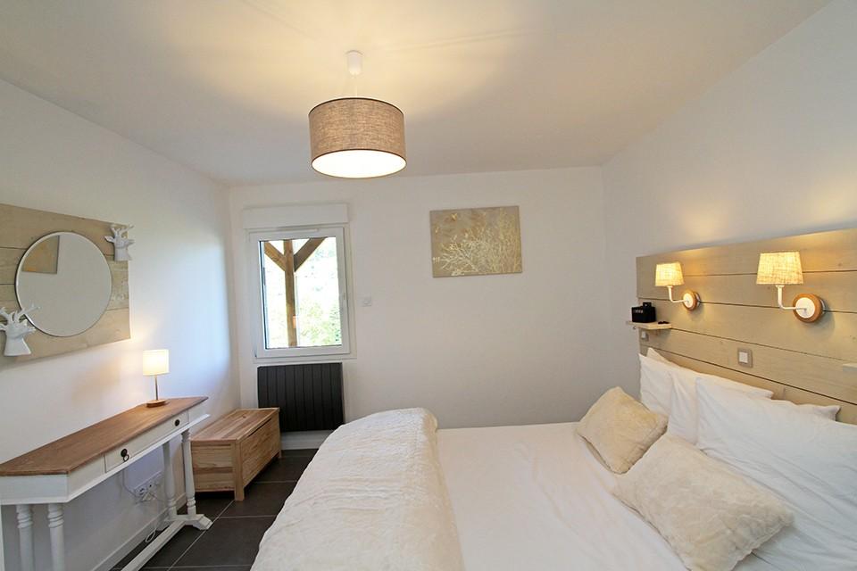 chambre double en rez-de-jardin fourrure beige